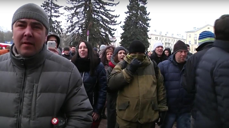 Група прарасейскіх правакатараў на мітынгу 26 лютага ў Віцебску | скрыншот відэа «Белсат»
