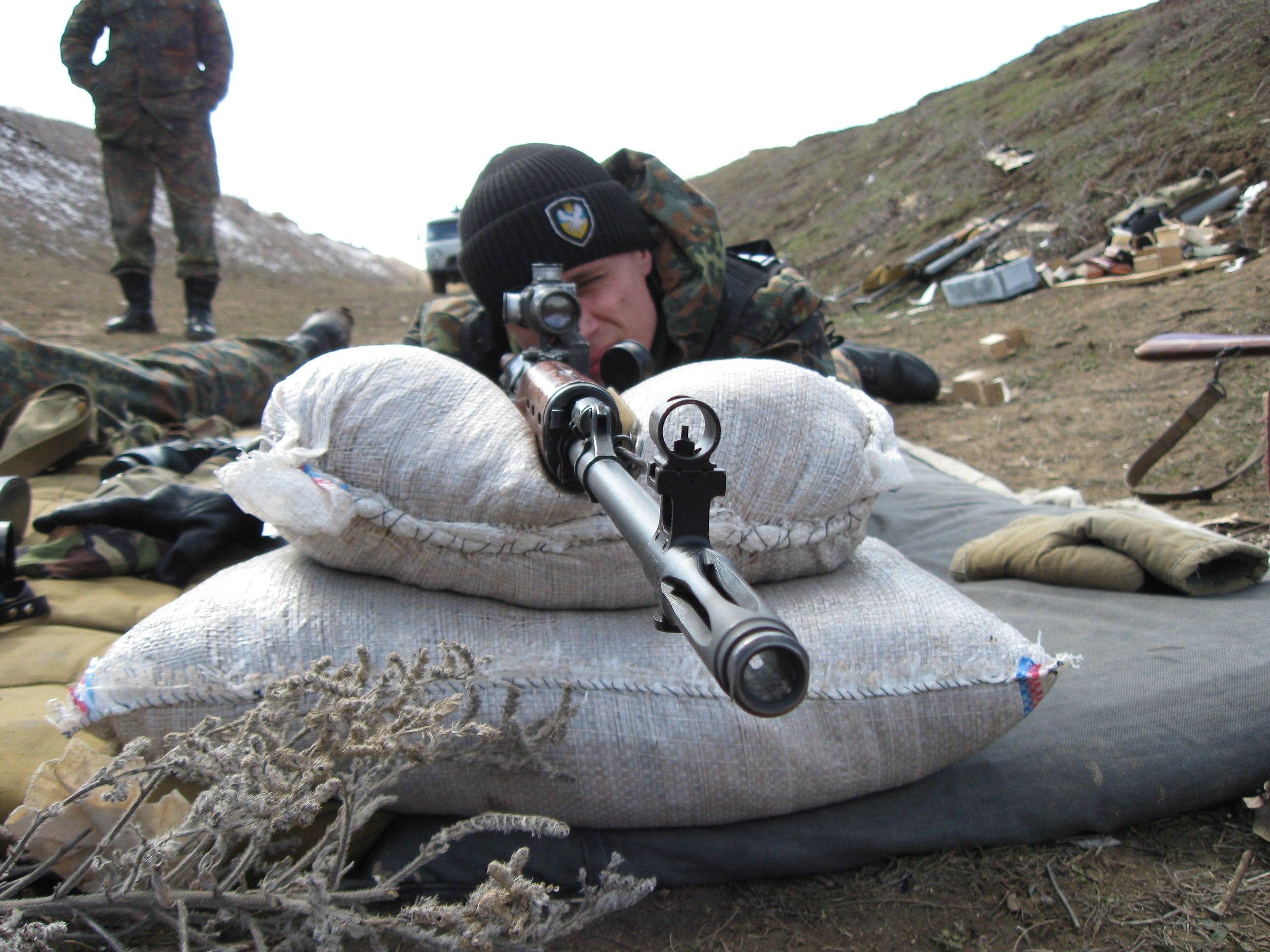 Dmitro Anzupow während einiger Schießübungen in der Ukraine