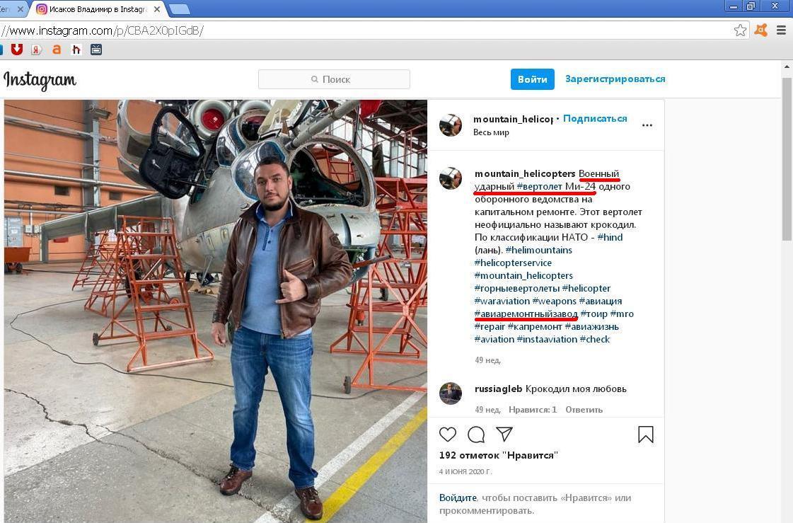 Vladimir Isakow vor einem Militärhubschrauber