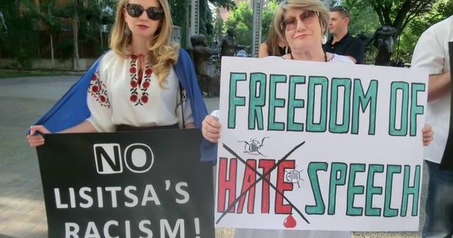 Manifestation pacifique avant le concert à Calgary . Photos d'Inna Platonova.