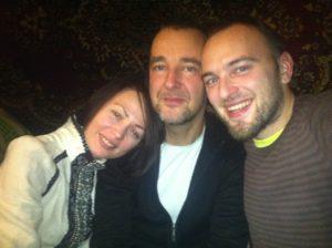 Au centre Emmanuel Graff, à droite Natalia Andrushenko le fil rouge du film, à gauche Viktor le traducteur et preneur de son.