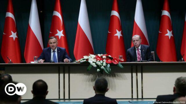 Polens försvarsminister tillkännager köp av turkiska Bayraktar TB2-drönare