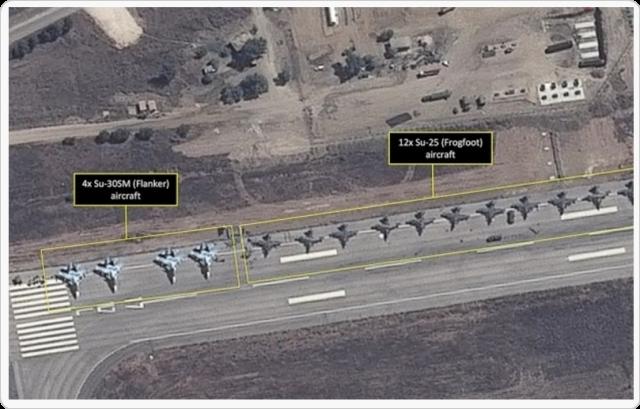 SU-30SM stridsflyg på flygplatsen i Latakia