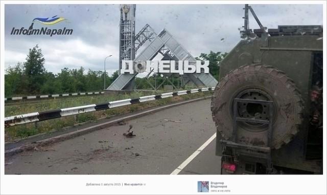 Rysk militär vid infarten till staden Donetsk