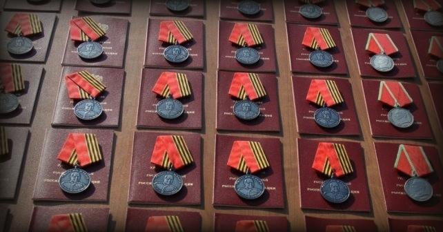 Ryska krigsförbrytare avslöjas av sina egna medaljer