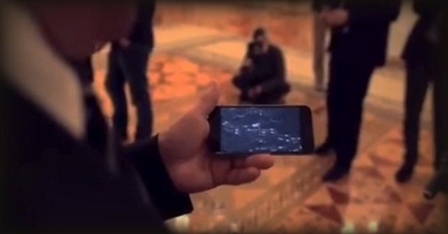 Putin visar regissören Oliver Stone en fejkad video