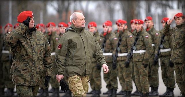 Ryssland förbereder en offensiv verksamhet enligt Polens försvarsminister