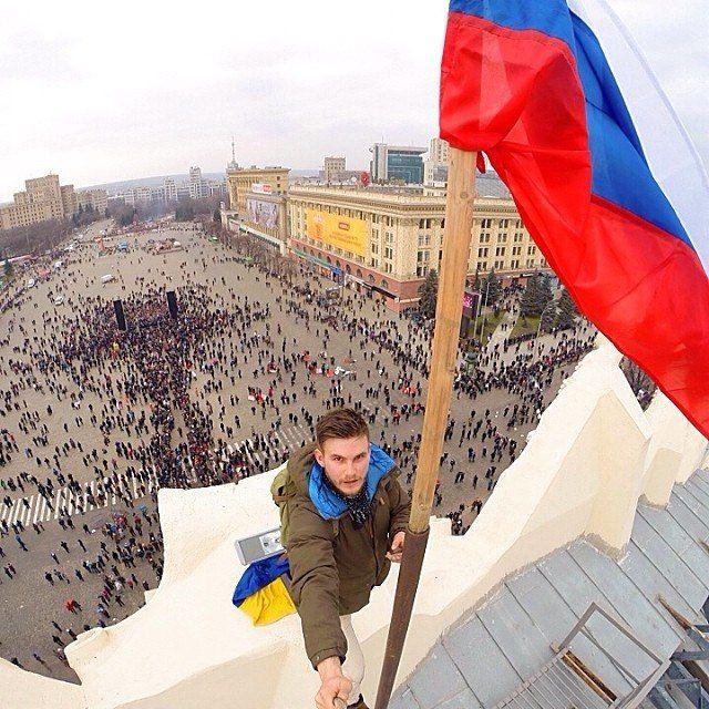 Den ryska flaggan på Charkivregionens administrativa byggnad