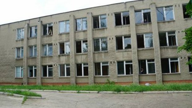 Skola № 11 på Molodesjnijallén i Svitlodarsk den 17 maj 2018