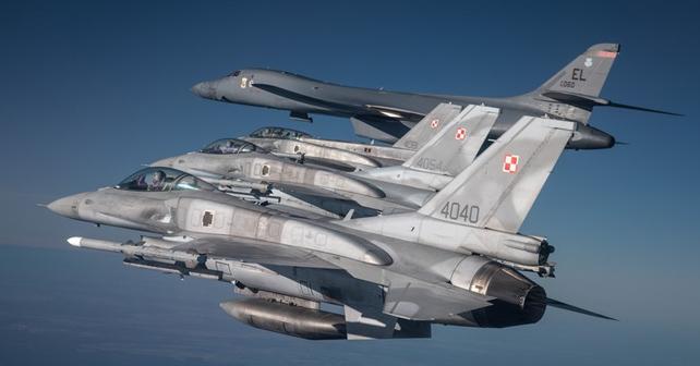 Polonya Hava Kuvvetleri'ne ait F-16