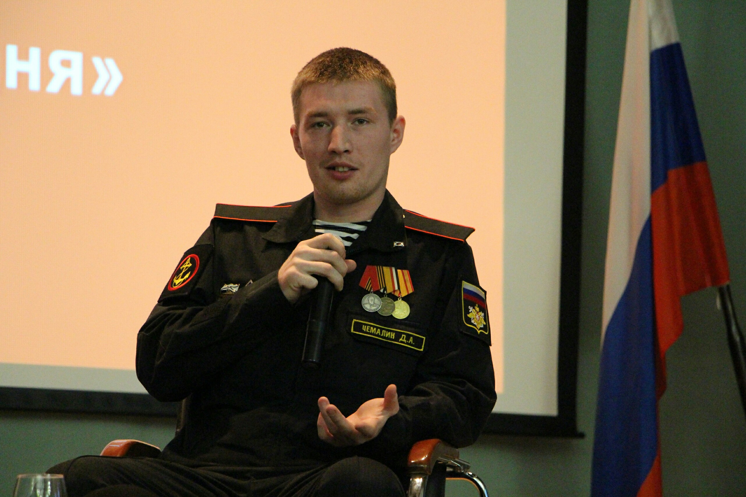 Festliche Feier am Tag der russischen Marine für einen Soldaten der 810. Marineinfanterie-Brigade