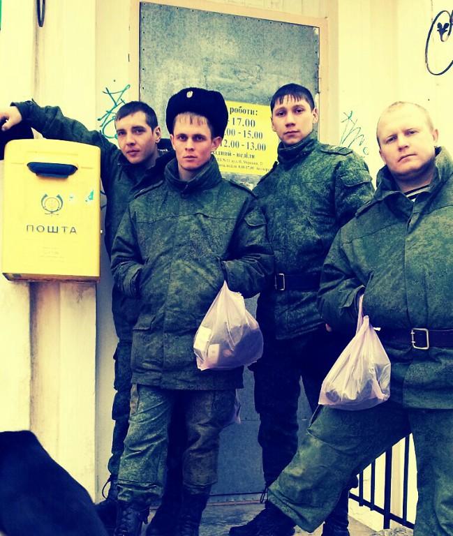 Vladimir Lavrukhin och hans kollegor vid en Ukrpost-filial