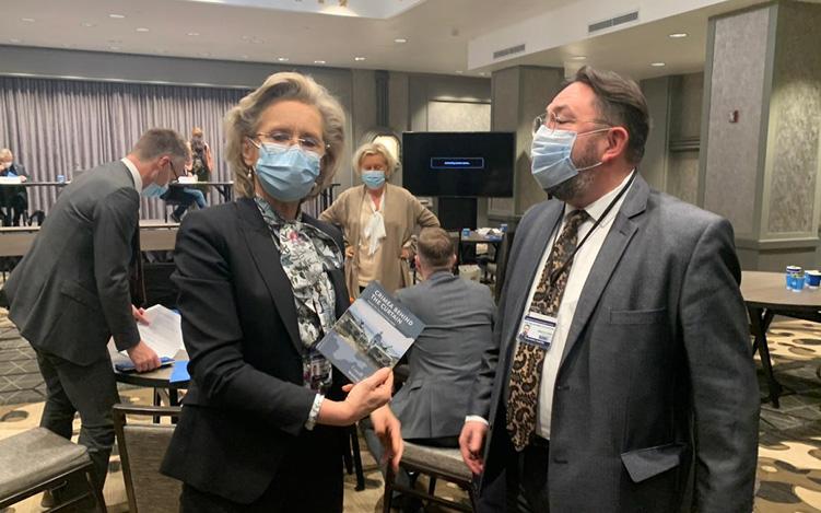 OSSE-företrädare erhåller material om ockupationen av Krim