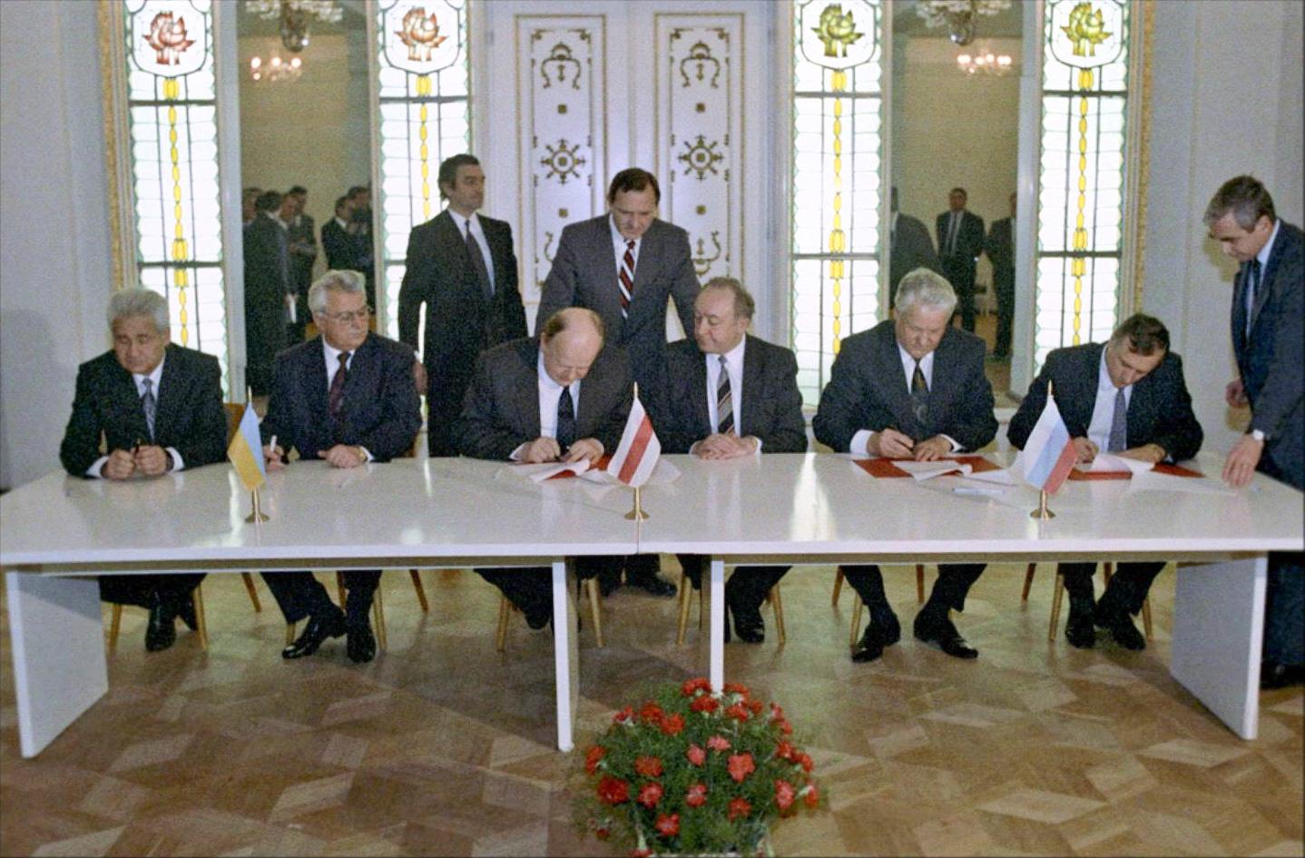 Undertecknande av Belavezja-överenskommelsen 1991