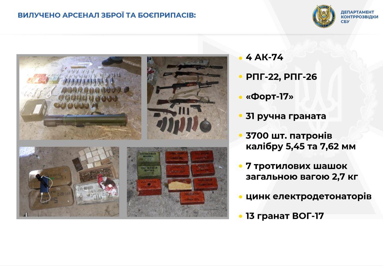 Ukrayna'da FSB ajanlarından ele geçirilen silah ve mühimmat