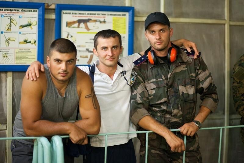 Till höger, Ihor Zapalukh med medlemmar i Mykolaiv-polisens team i Donetsk