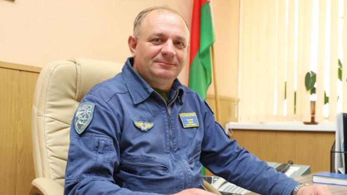 Der Kommandant der 61. Luftwaffenstützpunkt, Oberst Juri Pjschik