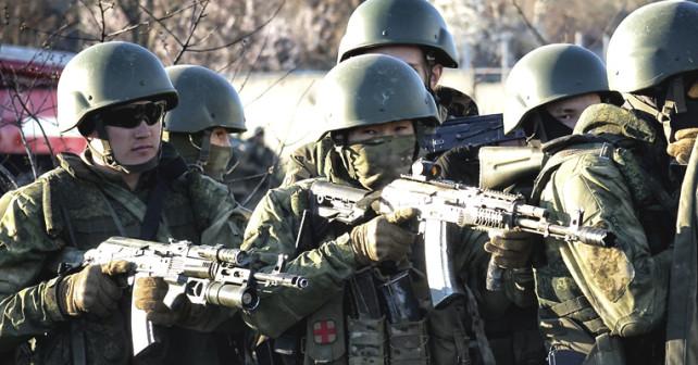 Tuvinska gröna män utan insignier invaderar Krim 2014