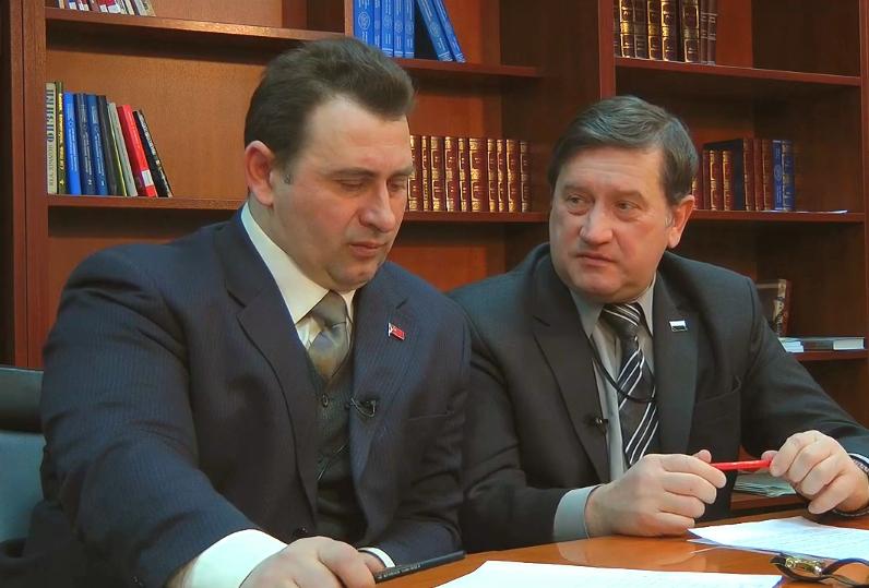 ФОТО: Максим Калашников (слева) и председатель центрального совета движения «Народный собор» Владимир Хомяков в эфире программы «Национальный вопрос»
