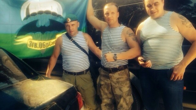 Кривко с флагом 3-й бригады ГРУ РФ - 3 гв. ОБрСпН ГРУ ГШ МО