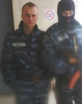 Photo Nikolay (to the left) in the uniform of Ukrainian police. Picture from his father's VK page, May 2014.