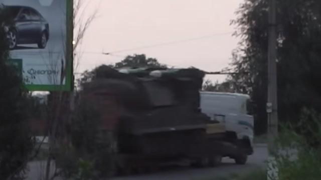 """Российский ЗРК """"Бук-М1″ на тягаче Volvo FH-13 в Луганске"""