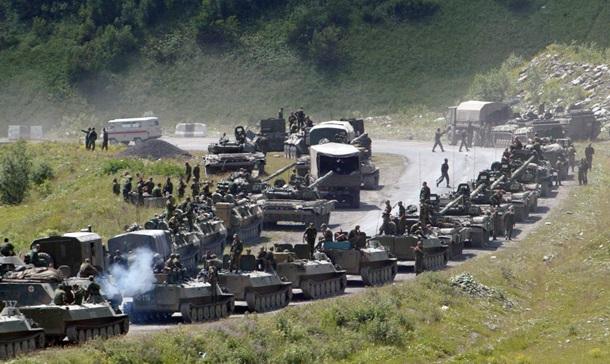 Колона российской бронетехники в Южной Осетии