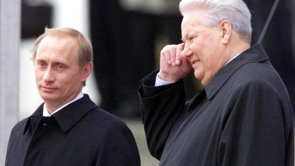 Борис Ельцин и Владимир Путин. 7 мая 2000 года. AP / Александр Земляниченко