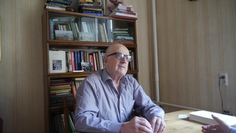 Андрей Пионтковский в своем доме в Москве.