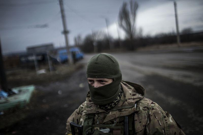 Украинский военнослужащий на посту у линии фронта против пророссийских сепаратистов. (Manu Brabo/AFP/Getty)