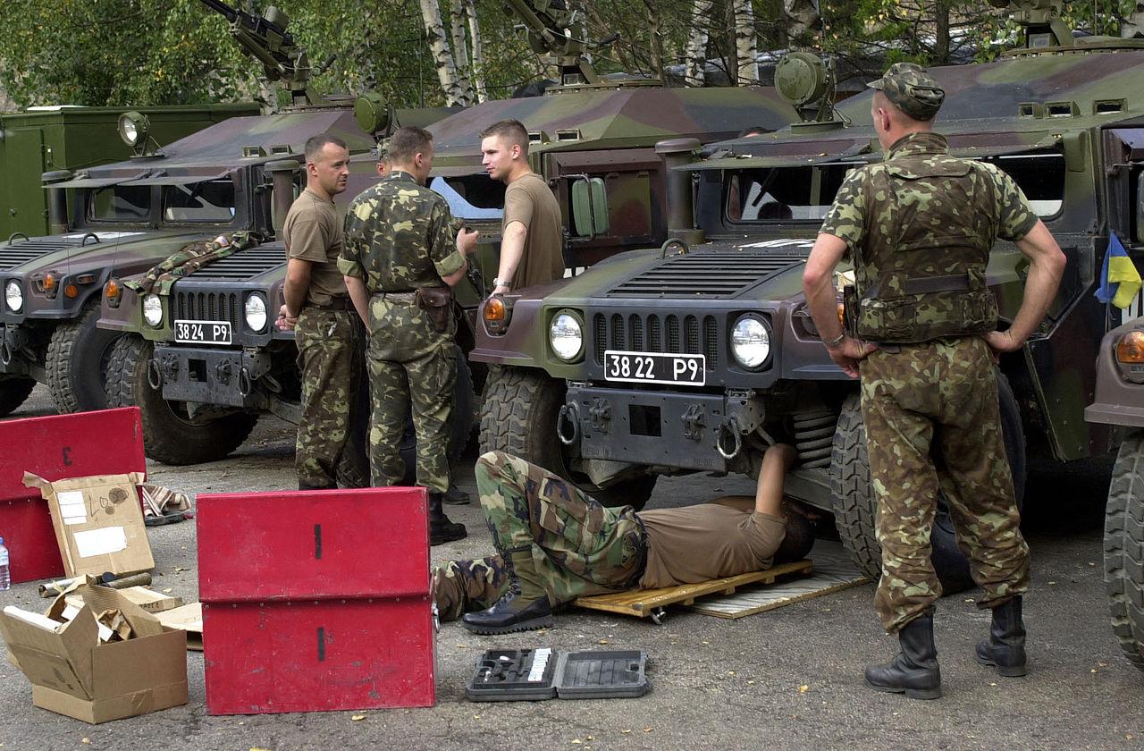 1280px-POLUKRBAT_-_Ukrainian_Humvees_in_2001