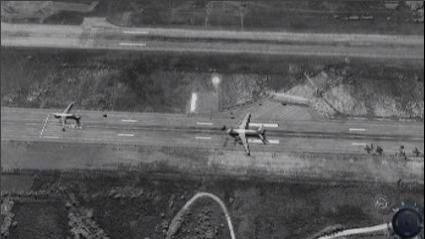 Rus uçakları Lazkiye üssünde. Fotoğraf: ImageSat International