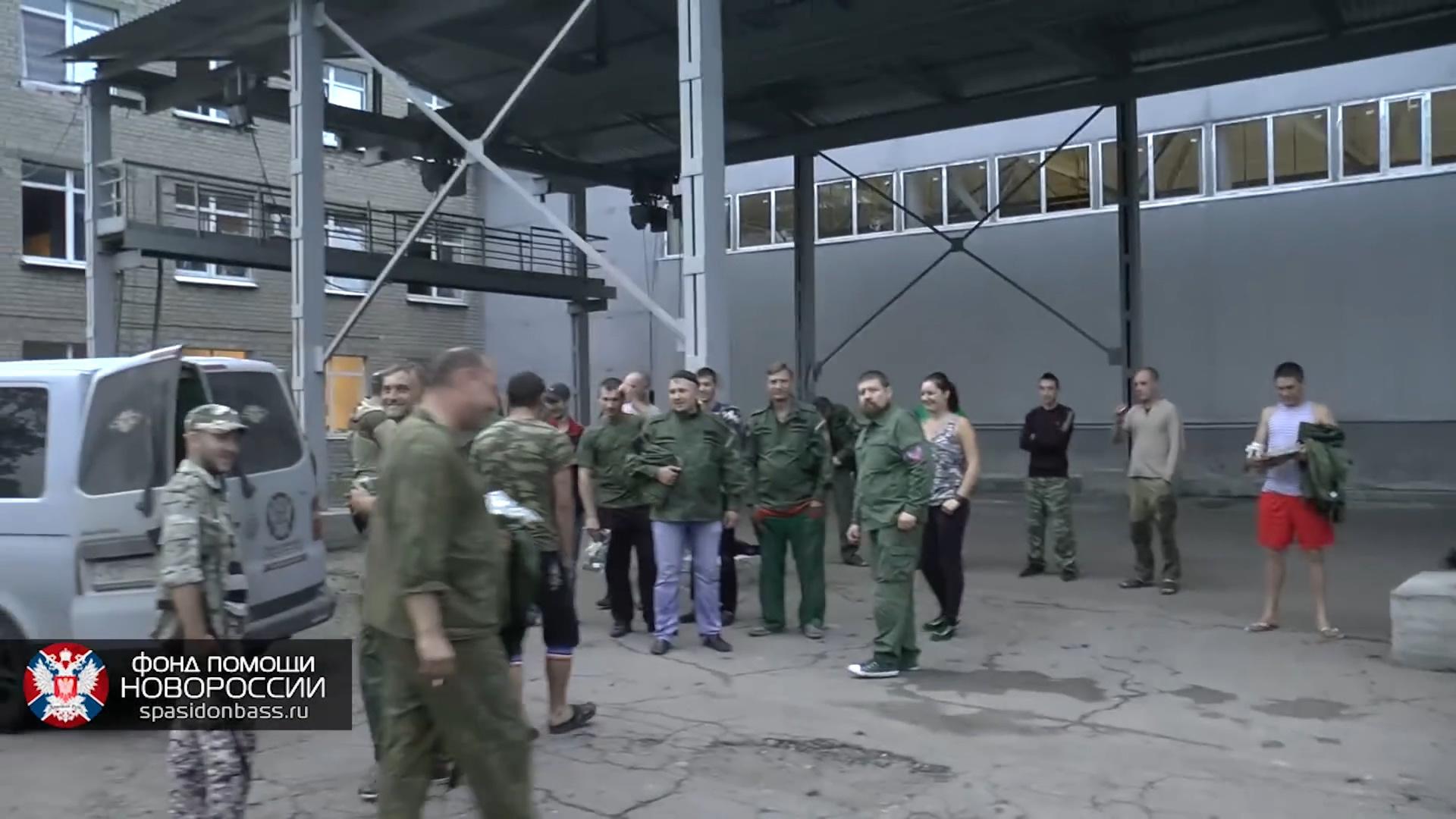 Танки Новороссии на позициях в районе Марьинки.mp4_20160130_230634.531