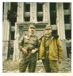 1995г.Чечня,на ступеньках дворца Дудаева