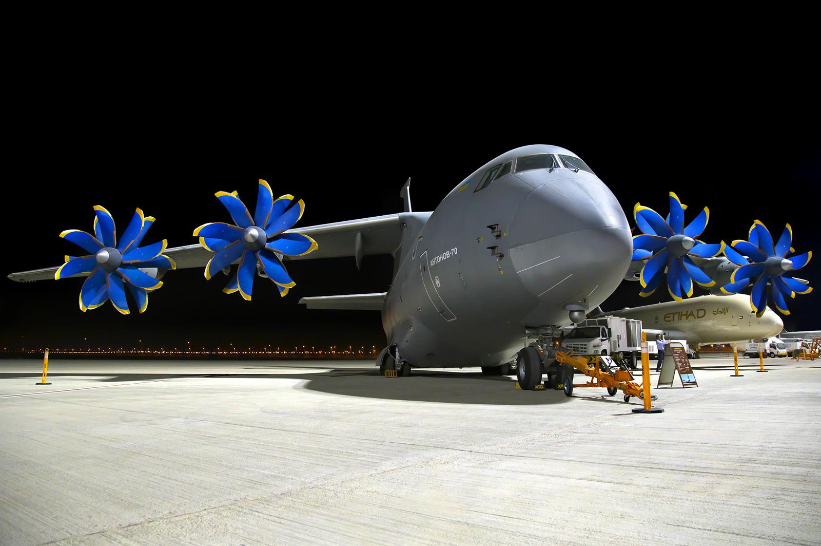 Militärt transportflygplan AN-70 i Ukrainas flygvapen