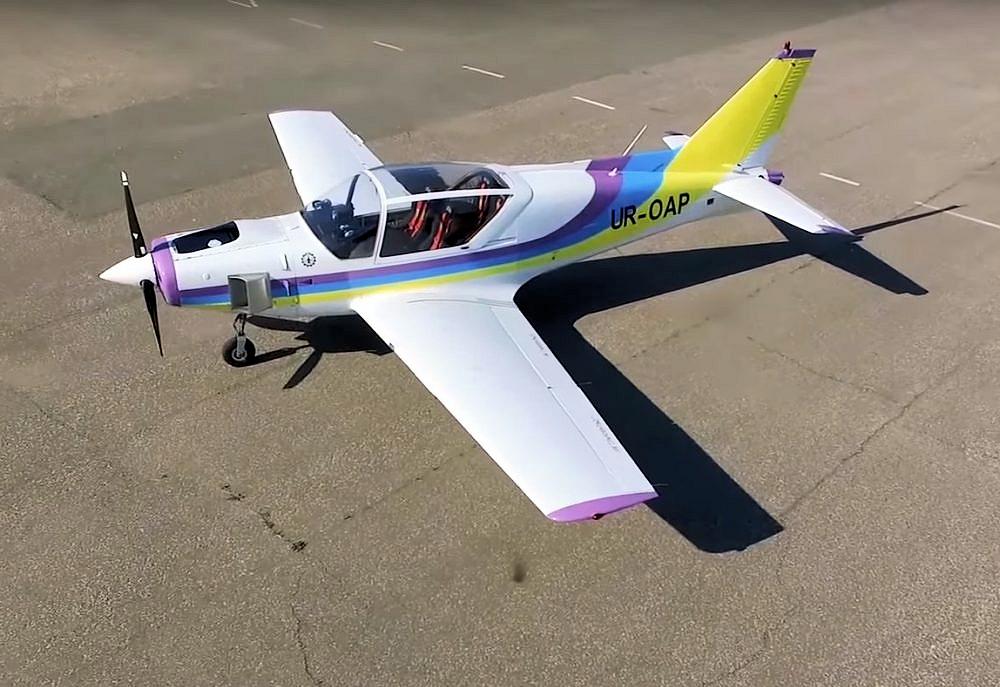 4-sitsigt lätt flygplan Y1 Dolphin