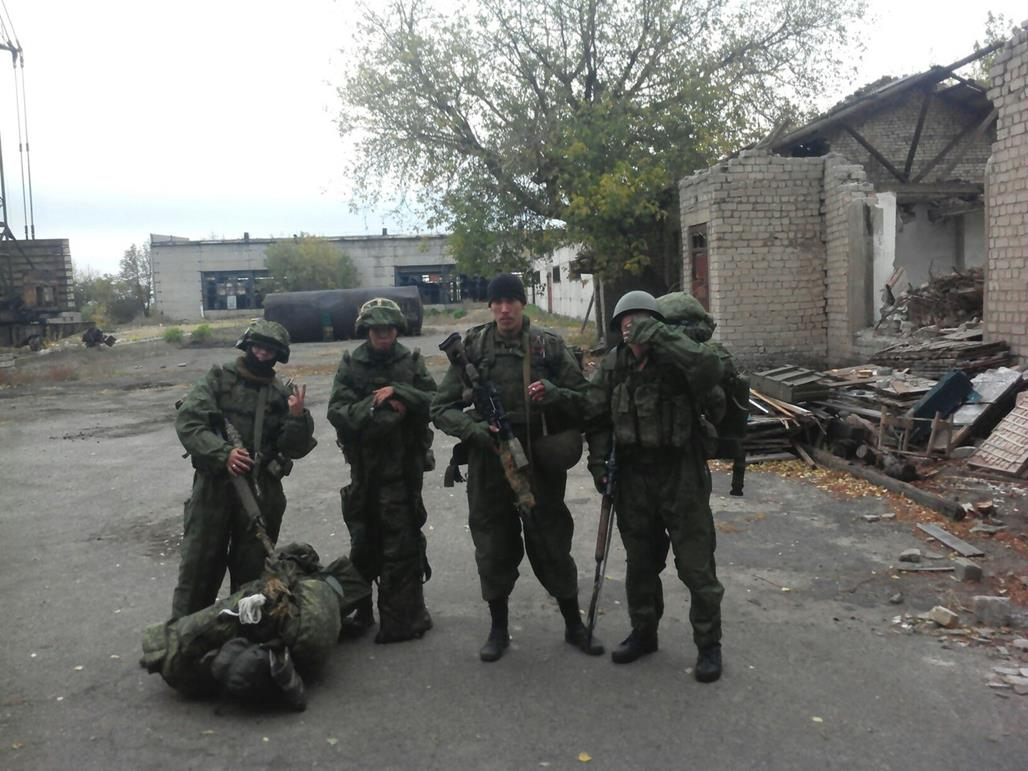 Prickskytten Yuriy Dmitrievitj Petrov på stridsuppdrag i Donbass