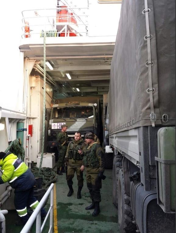 Aksenenko-färjan lastad med militär utrustning