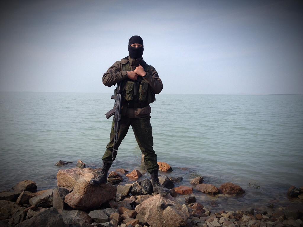 En soldat från Mek IB 18 vid sjön Sivasj